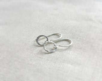 Sterling Silver Minimalist Circle Hammered Drop Earrings - Modern Simple Petite Silver Everyday Earrings Handmade Hammered Unique