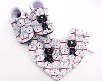Set with booties and baby cat - together with non-slip slippers baby cotton bib and cotton bib