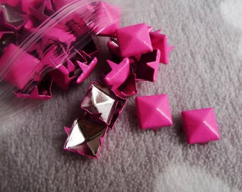 100 PCs square claw pyramids pink 9mm