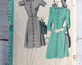 1940s dress pattern / Hollywood 1445 / wartime day dress sewing pattern / princess seam dress / bust 30""