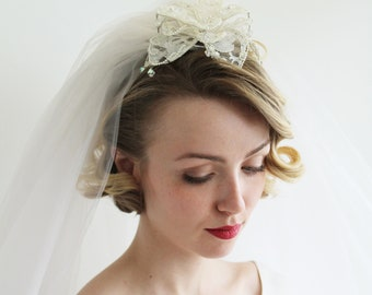 Vintage 1960s Veil with Flower Comb Detail