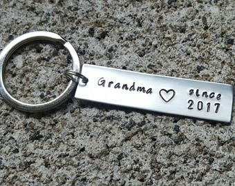 Grandma gift, grandma since, grandma est, grandpa gift, gift for grandma, mom gift, nana gift, Oma gift, Hand stamped, grandma keychain