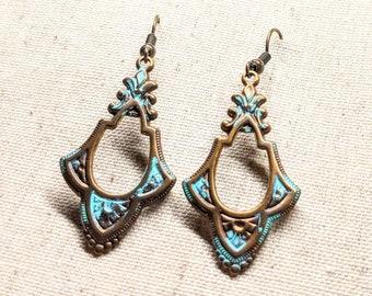 Solid Brass Earrings / Victorian Earrings / Brass Patina Earrings / Vintage Earrings / Dangle Earrings / Hammered Brass Earrings