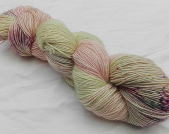 Hand dyed yarn variegated speckled sock 4-ply 100% superwash BFL Blossom
