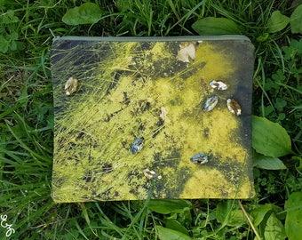 Raindrops on Buckingham Pond - Photo Print Beaded Bag