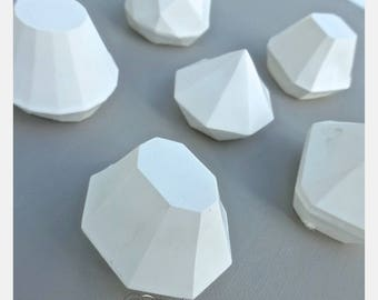 6 white gemstone with decorative plaster 3 cm