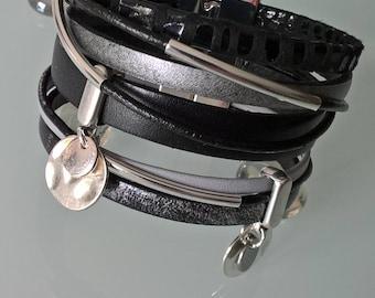 Pretty cuff bracelet made of genuine leather black