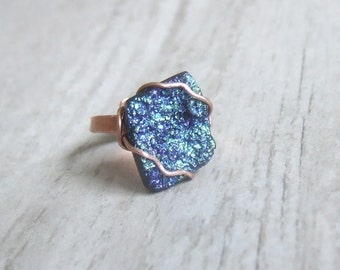 Peacock colored Agate raw stone minimal  ring, Druzy titanium stone ring, rustic look jewelry, adjustable copper ring