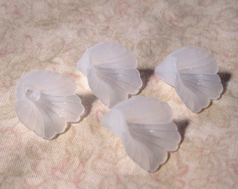 Frosted Lily Trumpet Flower Bead Cap Bead Lucite Acrylic White 20mm 427