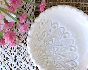 Biscuit Lace Ring Dish Wedding Favors in Natural White, Wedding Ring Dish, Wedding Ring Holder
