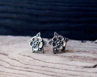 Flower stud earrings - Sterling silver earrings - Gift for her - Wild rose earrings - Floral earrings - Bridal earrings - Gothic earrings