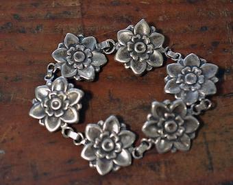 Vintage Blossom Bracelet in Sterling Silver with 6 links