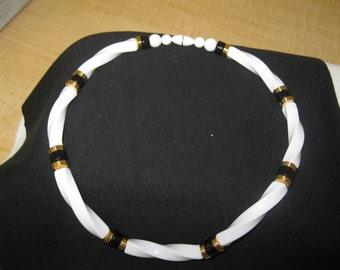 """Vintage 19"""" CLASSIC TWIST Necklace"""