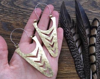 La Fletcha hoop earrings, metalwork arrow hoops, geometric jewelry, sculptural earrings