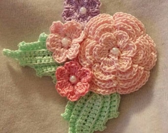 Corsage in Irish crochet