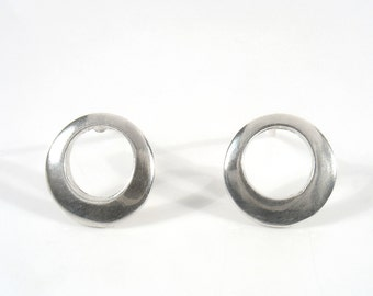 Hollow sterling silver circle studs.