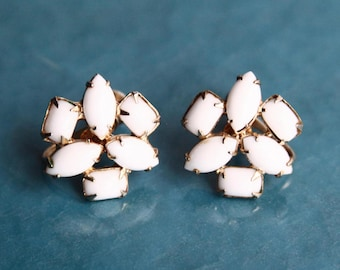 Vintage White Earrings ~ Screw back earrings ~ Vintage Costume Jewelry ~ Milk Glass Earrings