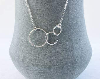 Circle Necklace in Sterling Silver, Interlocking Circle Necklace, Infinity Jewellery, Karma Necklace, Three best friends, Sisters gift