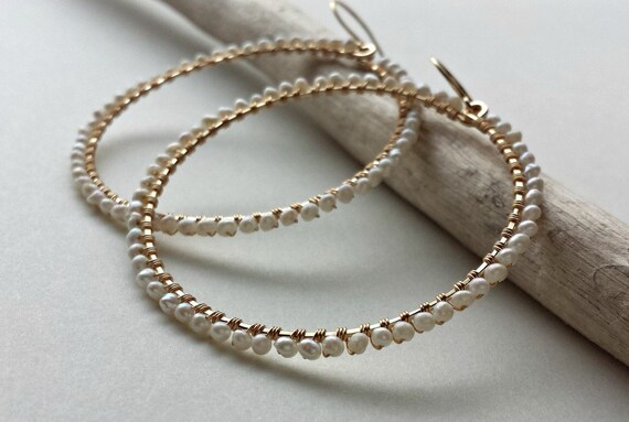 Draht umwickelte Perle Reifen weiße Perle Ohrringe Perlen
