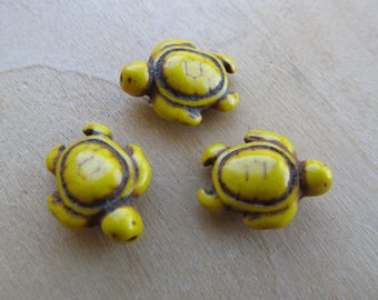 Set of 5 turtle 17 x 14 mm dyed howlite beads: lemon yellow.