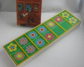 """biggi DOMINO """"Blüten"""" aus Kunststoff und Pappe. Vermutlich 70er Jahre. VINTAGE Spielzeug aus der DDR"""