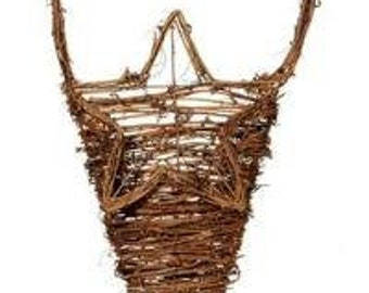 Hanging Grapevine Basket With Star