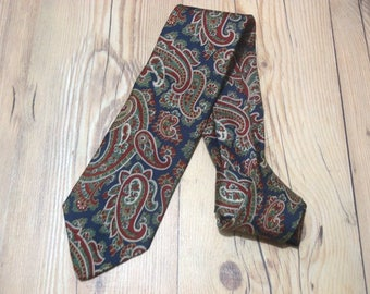 BROOKS BROTHERS Vintage Classic Designer Mens Silk Necktie Paisley Theme Made in usa