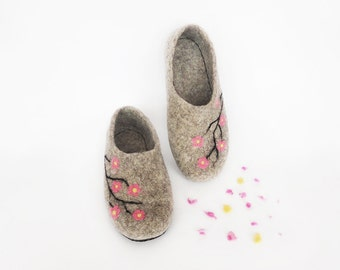 Slippers womens wool natural grey Slippers Handmade house shoes - Felted wool shoes slippers - Warm house slippers - Wool felt shoes