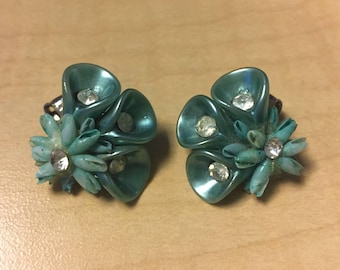 Vintage 1960s Turquoise Shell Clip On Earrings
