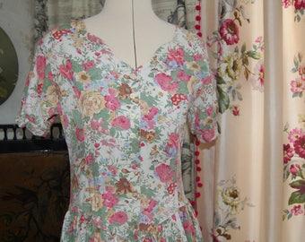 Gorgeous floral vintage St Michael dress. Scalloped neckline. size 12- 10