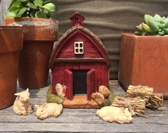 Fairy Garden Barn 7pc Set | Miniature Resin Little Red Barn with Pigs & Hay Bales | Perfect for Animal Farm Themes or Cowgirl Fairies