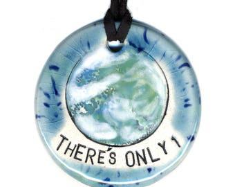 Il y a qu'une seule terre collier en céramique