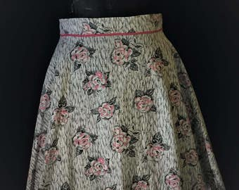 Women's Vintage Cotton  1/2 Half Apron in Gray and Pink Roses , pictured on a size 10 dress form, like new, no tag