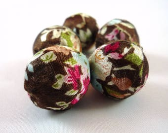 5 large beads in pink floral fabric Brown old, 20mm (pt1)