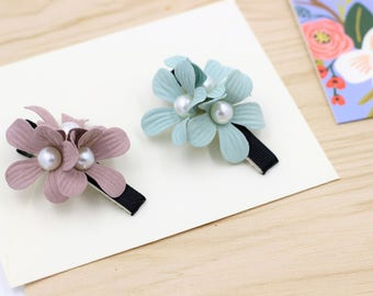 Set of 2 / Fabric Floral Flower Pearl hair clips/ Pink and green/ Adult and Children/ Wedding /Cute / Hair Alligator Clip hair accessory