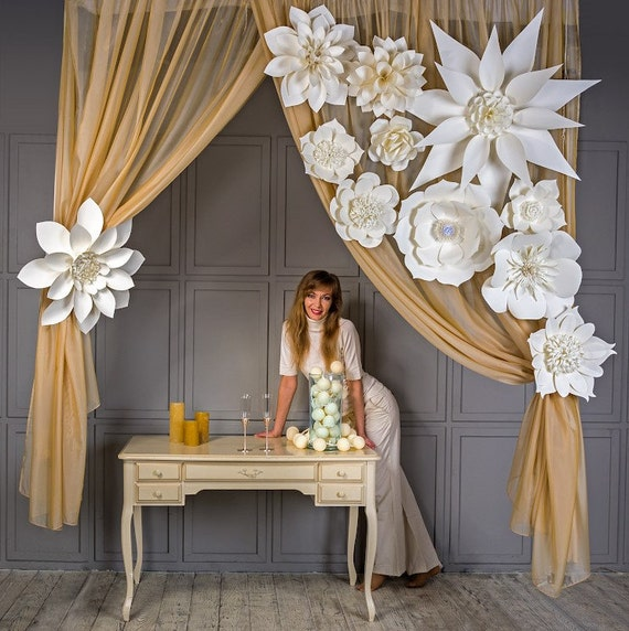 gro e papier blumen riesen blumen papier blumen. Black Bedroom Furniture Sets. Home Design Ideas