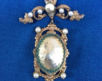 Antique Victorian Pearl and Gold Tone Metal Medallion Brooch Vintage Costume Fashion Jewelry Pin