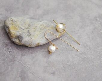 Baroque pearl earrings, gold threader earrings, minimalist earrings, wire earrings, boho earrings, hippie earrings, bridesmaid earrings gift