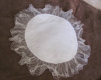 "Doily Handmade Vintage Linen Crocheted Doily 14"" Inch Round (#32B)"