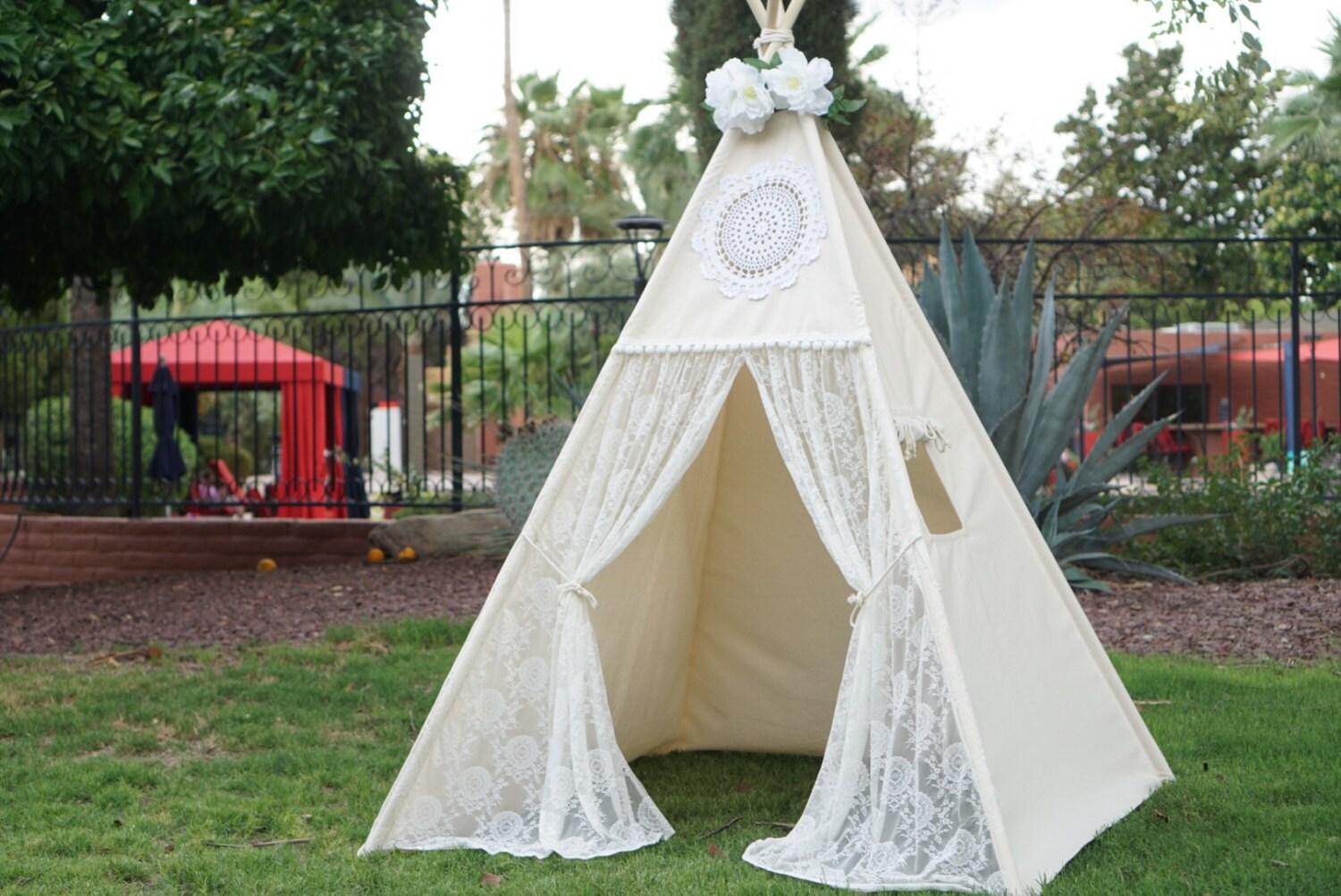 tente tipi dentelle vintage avec la nature toile enfants jouer. Black Bedroom Furniture Sets. Home Design Ideas