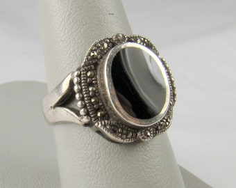 Enticing Sterling Black Onyx Inlaid Marcasite Accented Ring ~ Size 8 1/2 (Photo #7)