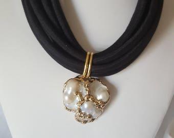 Baroque pearls choker
