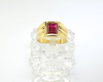 14k Gold And Synthetic Ruby Ring. Size 10