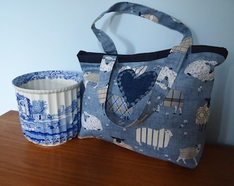 Tote bag, fully lined, magnetic closure