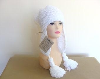 Hand knit white hat with long ear flaps, chunky hat with tassels, aviator white hat, ear flap hat, earflap beanie