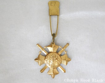 Vintage Brass British Coat of Arms on Vintage Laundry Pin - E 7