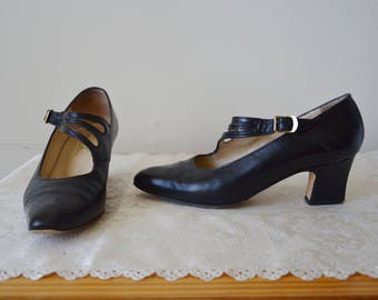 Last dance with Mary Jane Shoes ~ Vintage 1970's Black leather mary jane's size 6