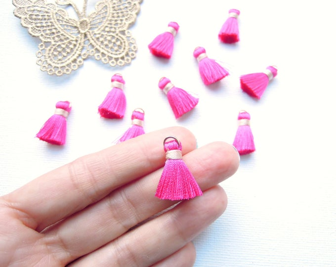 10 Fuchsia pink jewellery tassels - Hot pink jewellery tassels - Bracelet tassels with gold jump ring - Hot pink silky jewelry tassels 2 cm