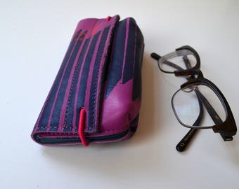 Leather case for glasses (pink leather with blue print)