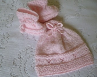 Knitted Baby Set, Newborn Girl Set, Beanie and Booties, Take Home Baby, 0 to 3 Months, Baby Shower Gift, It is a Girl, Xmas Baby Gift.